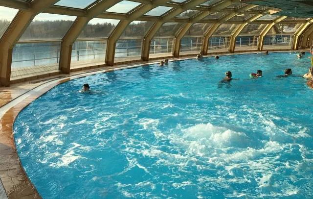 понорамный бассейн в отеле Подмосковья