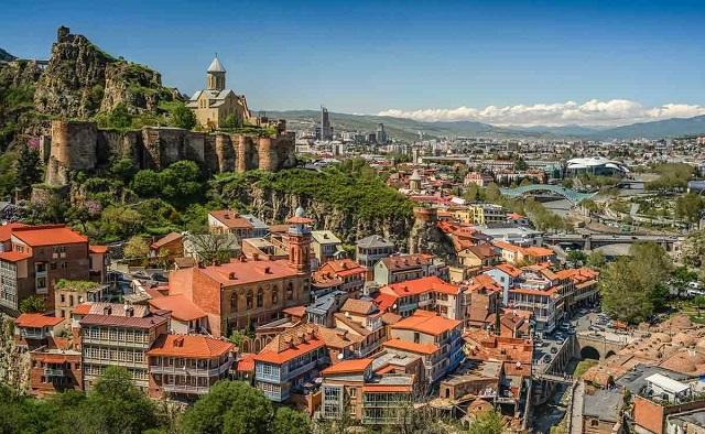Отели и апартаменты Тбилиси с красивым видом на город и горы