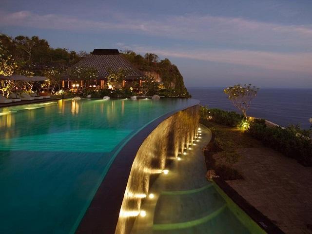 Отели Бали с бассейном инфинити, безграничные и переливаемые бассейны
