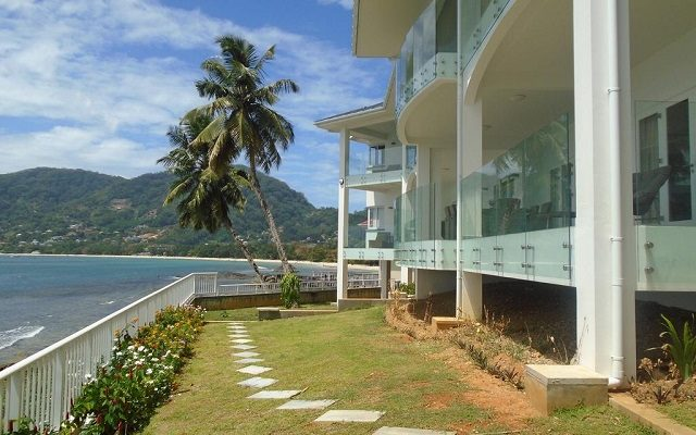 vallonend-beachfront-villa-with-excellent-view