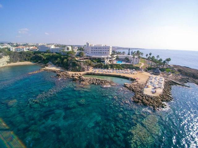 Лучшие отели Пафоса рядом с пляжем с каменистым дном