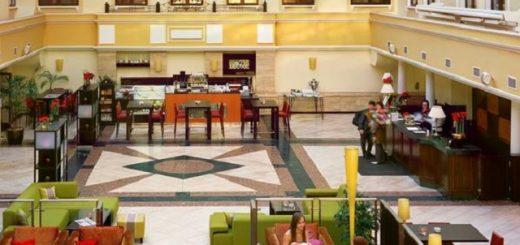 Отель с атриумом недалеко от Московского Кремля