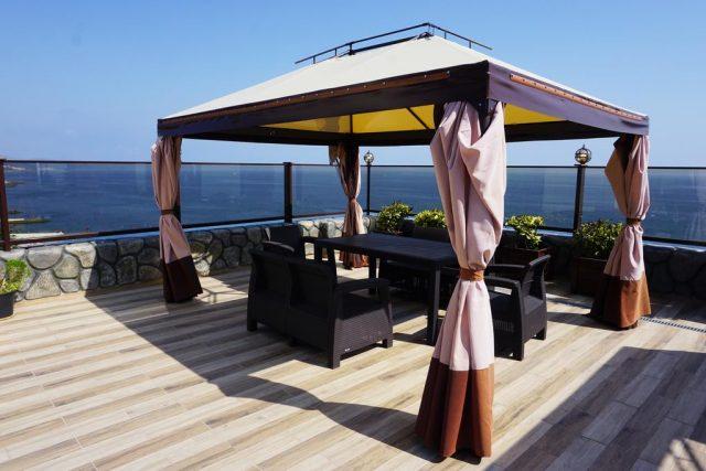 красивый вид с балкона в Крыму на море