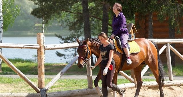 катание на лошадях в отеле Яхонты