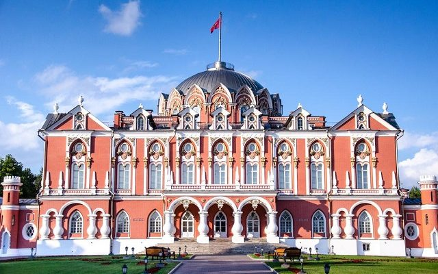 petrovskij-putevoj-dvorec-butik-otel