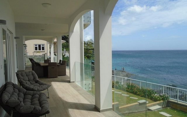 vallonend-beachfront-villa-with-excellent-view1