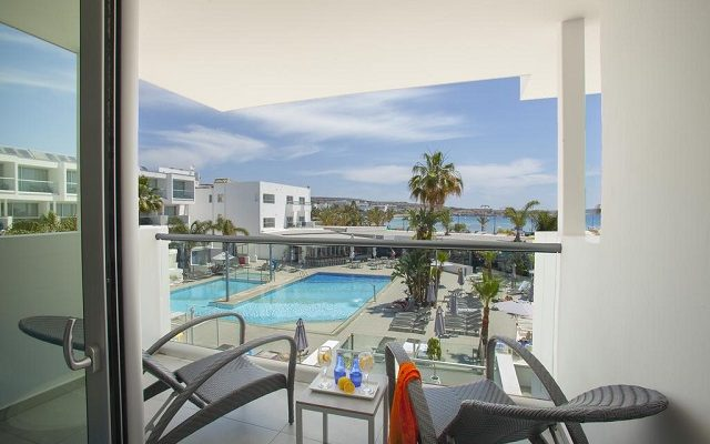 limanaki-beach-hotel-suites